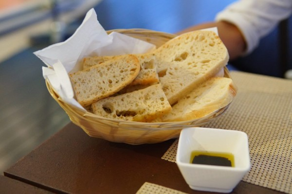 bread-olive-oil-vinegar-dip