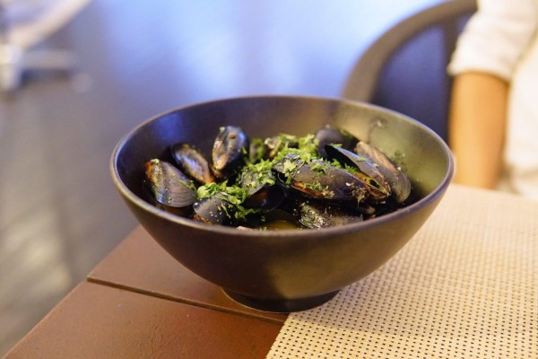 sauteed-mussels-white-wine-garlic